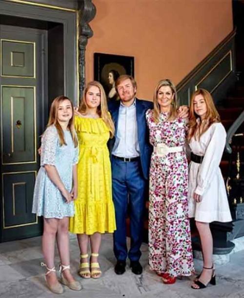 Los estilismos de Máxima de Holanda y sus hijas el Día del Rey