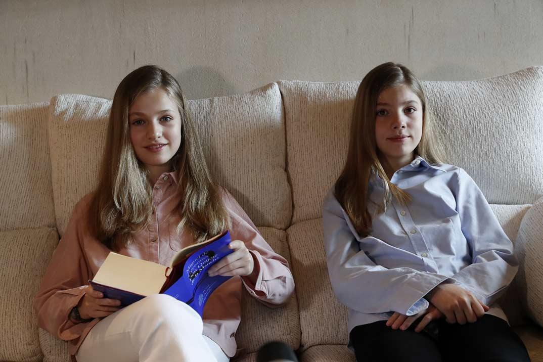 Princesa Leonor y la infanta Sofía - Lectura El Quijote- Día del Libro © Casa S.M. El Rey