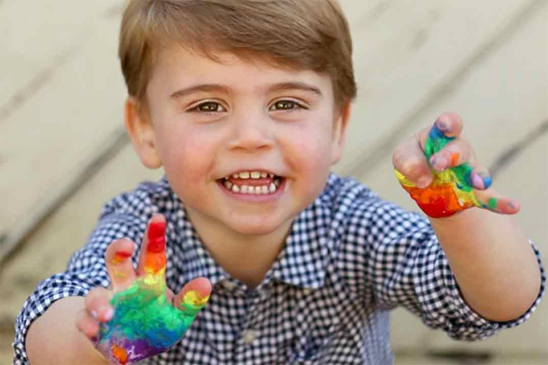 Las divertidas imágenes del príncipe Louis en su segundo cumpleaños