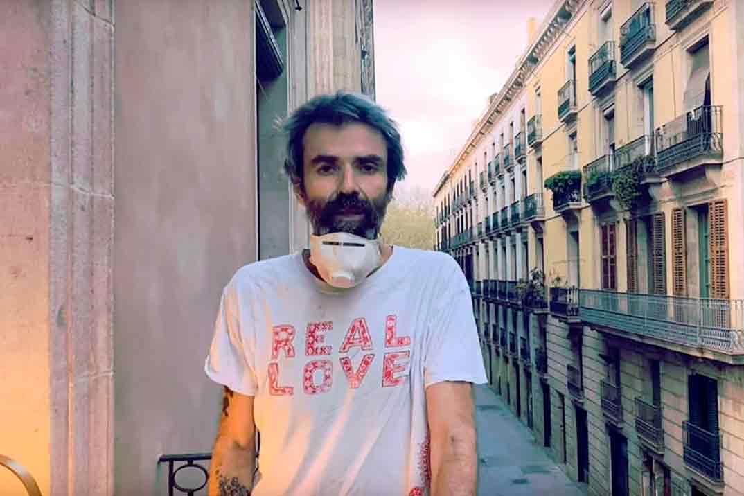 Pau Donés regresa a la música desde su balcón