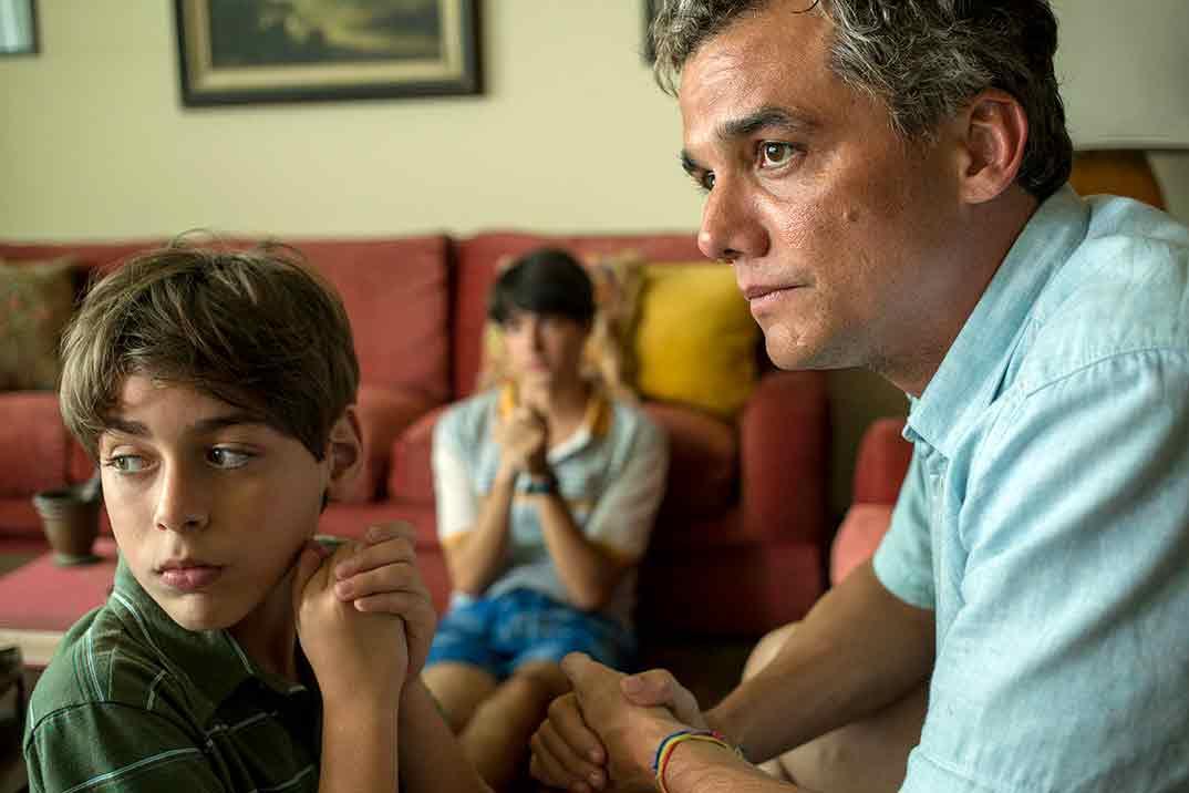 Ana de Armas y Wagner Moura - Sergio © Netflix