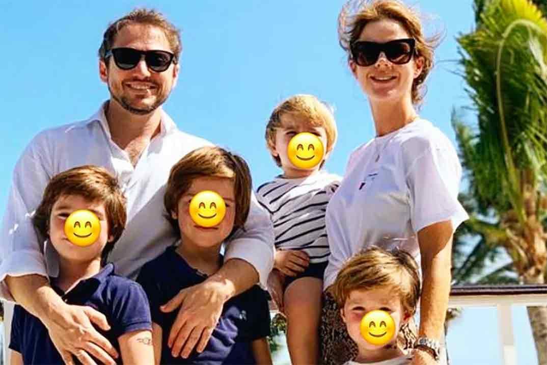 Amelia Bono y Jacobo Martos con sus cuatro hijos © Instagram