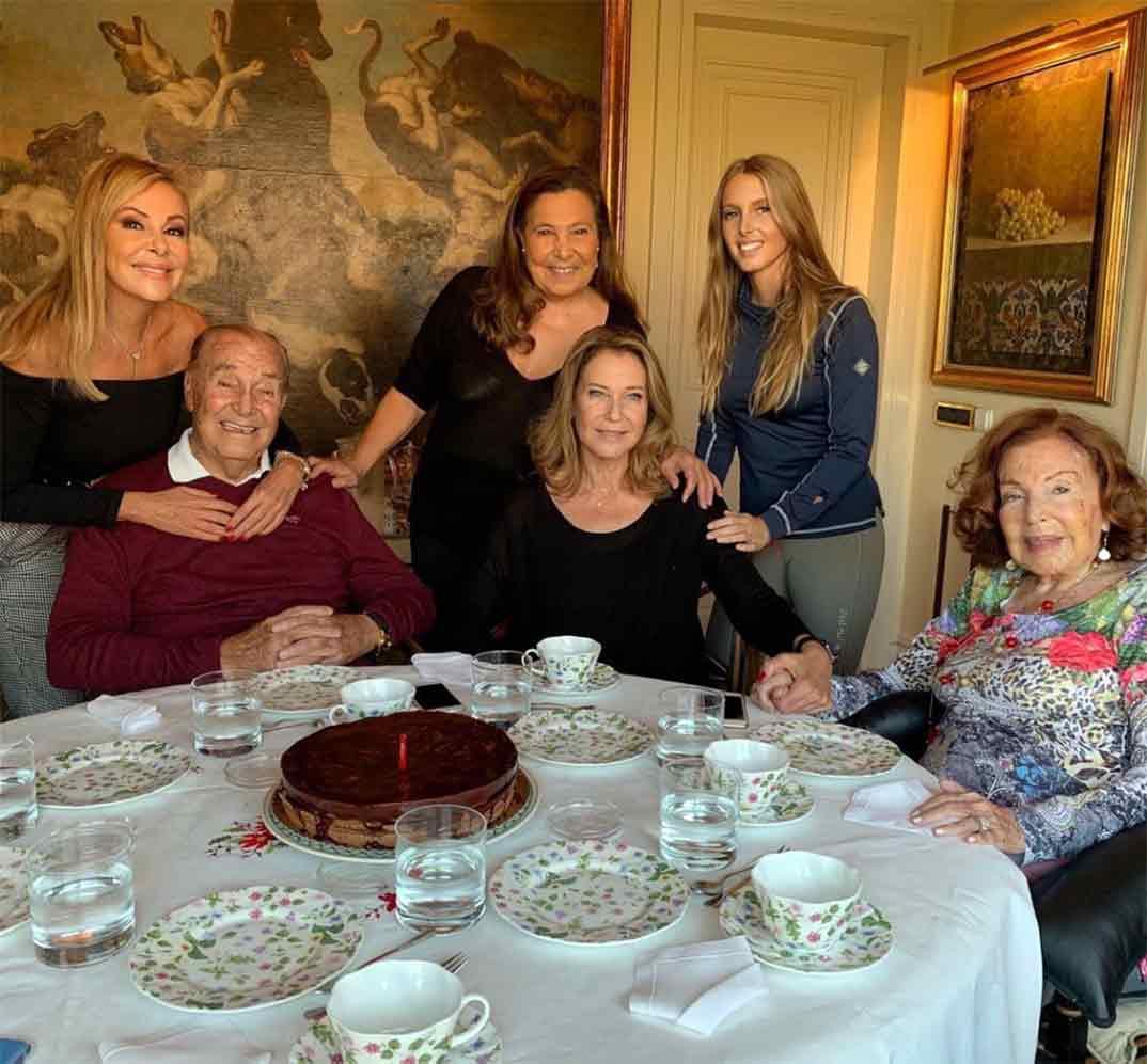 Ana Obregón con su familia © Instagram