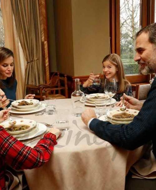 ¿Cómo están pasando los Reyes y sus hijas el confinamiento en casa?