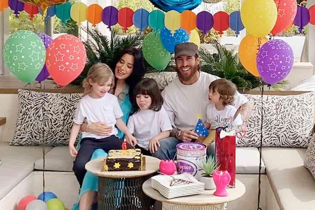 Sergio Ramos y Pilar Rubio con sus tres hijos © Instagram