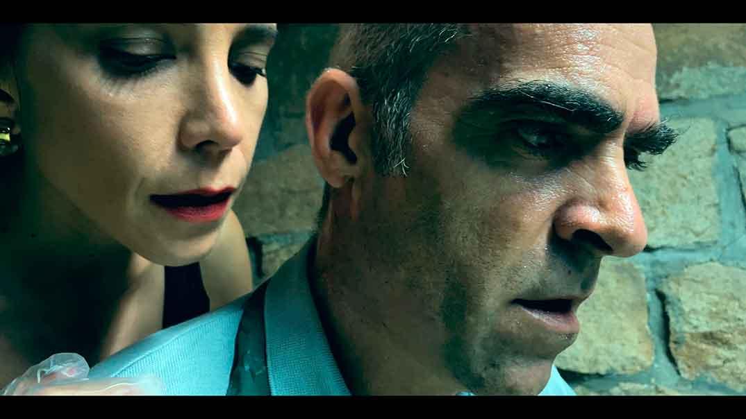 Luis Tosar - Relatos con-fi-na-dos © Amazon Prime Video
