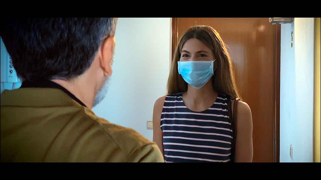 Manuela Velasco - Relatos con-fi-na-dos © Amazon Prime Video