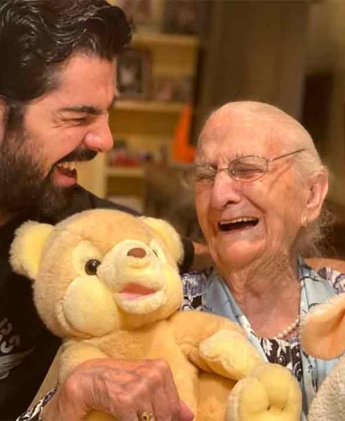 Miguel Ángel Muñoz y la tata celebran sus 100 días de confinamiento
