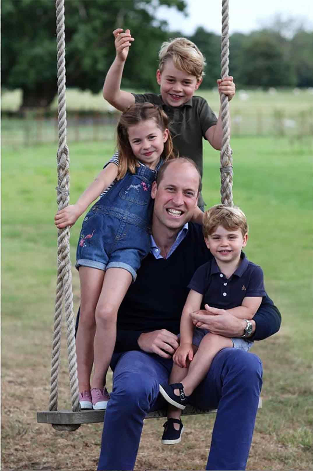 Príncipe Guillermo con sus tres hijos © kesingtonroyal/Instagram