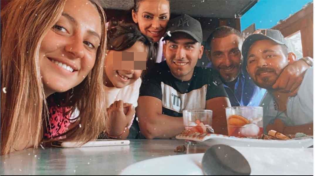 Rocío Flores con su familia © Instagram
