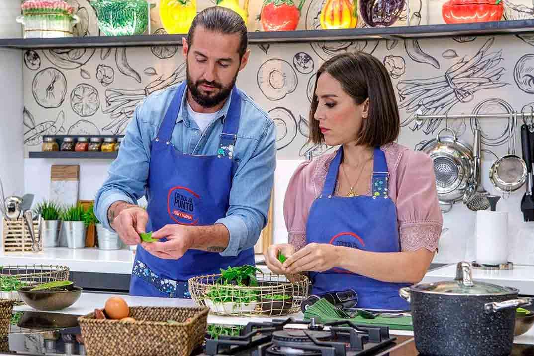 Tamara Falcó vuelve a la cocina junto al chef Javier Peña