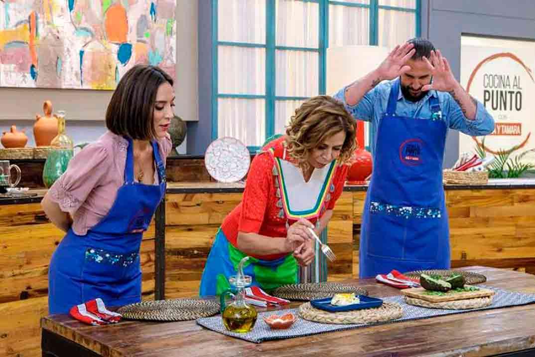 Agatha Ruíz de la Prada con Javier Peña y Tamara Falcó - Cocina al punto con Peña y Tamara © RTVE