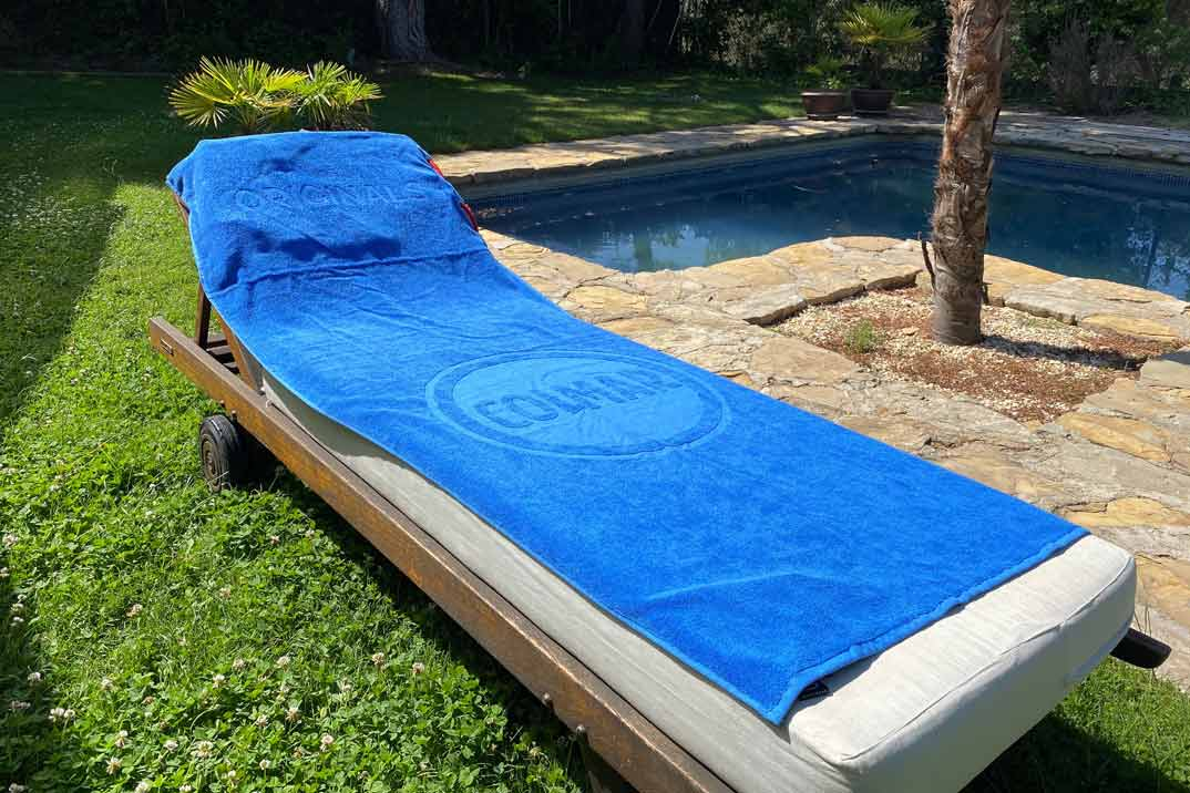 La toalla que se convierte en mochila el accesorio perfecto para este verano