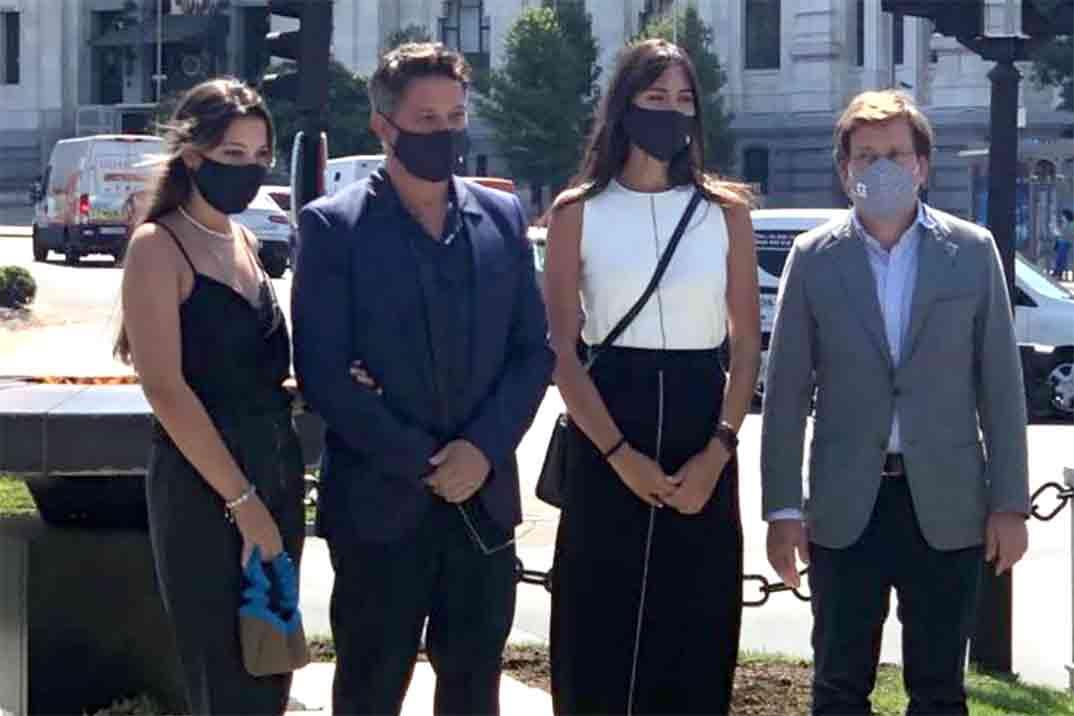 Alejandro Sanz presenta «oficialmente» a su novia, Rachel Valdés