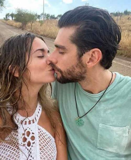 Así han anunciado Álvaro Soler y Sofía Ellar que se casan