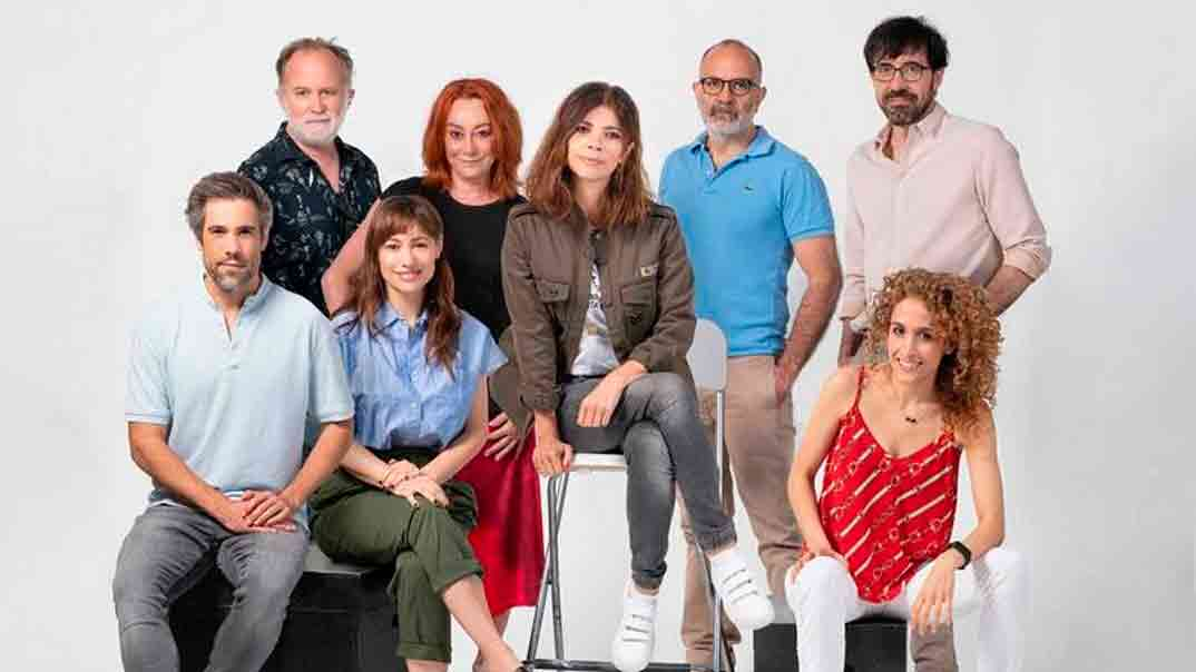 Maribel Verdú con sus compañeros de reparto - Ana Tramel. El Juego © RTVE