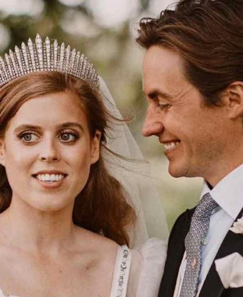 La princesa Beatriz se casa con un vestido que llevó su abuela, la reina de Inglaterra, en 1962