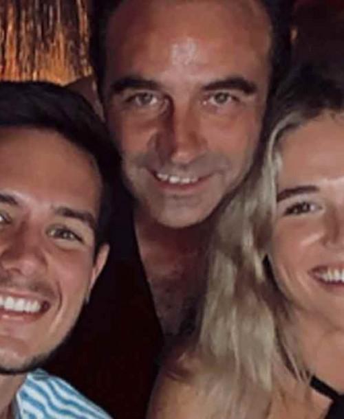 Enrique Ponce se divierte con los amigos de Ana Soria