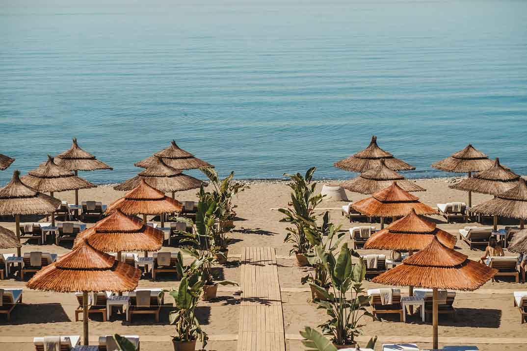 marbella-Salduna-Beach-tumbonas