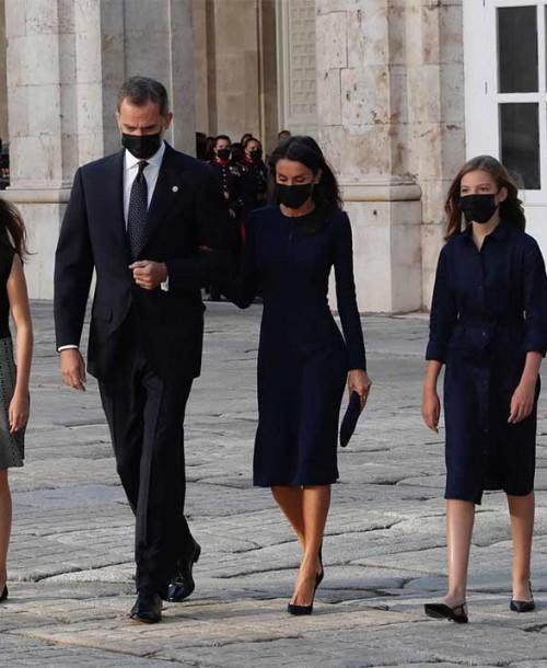 Los estilismos de la reina Letizia y sus hijas en el homenaje a las víctimas del Covid-19