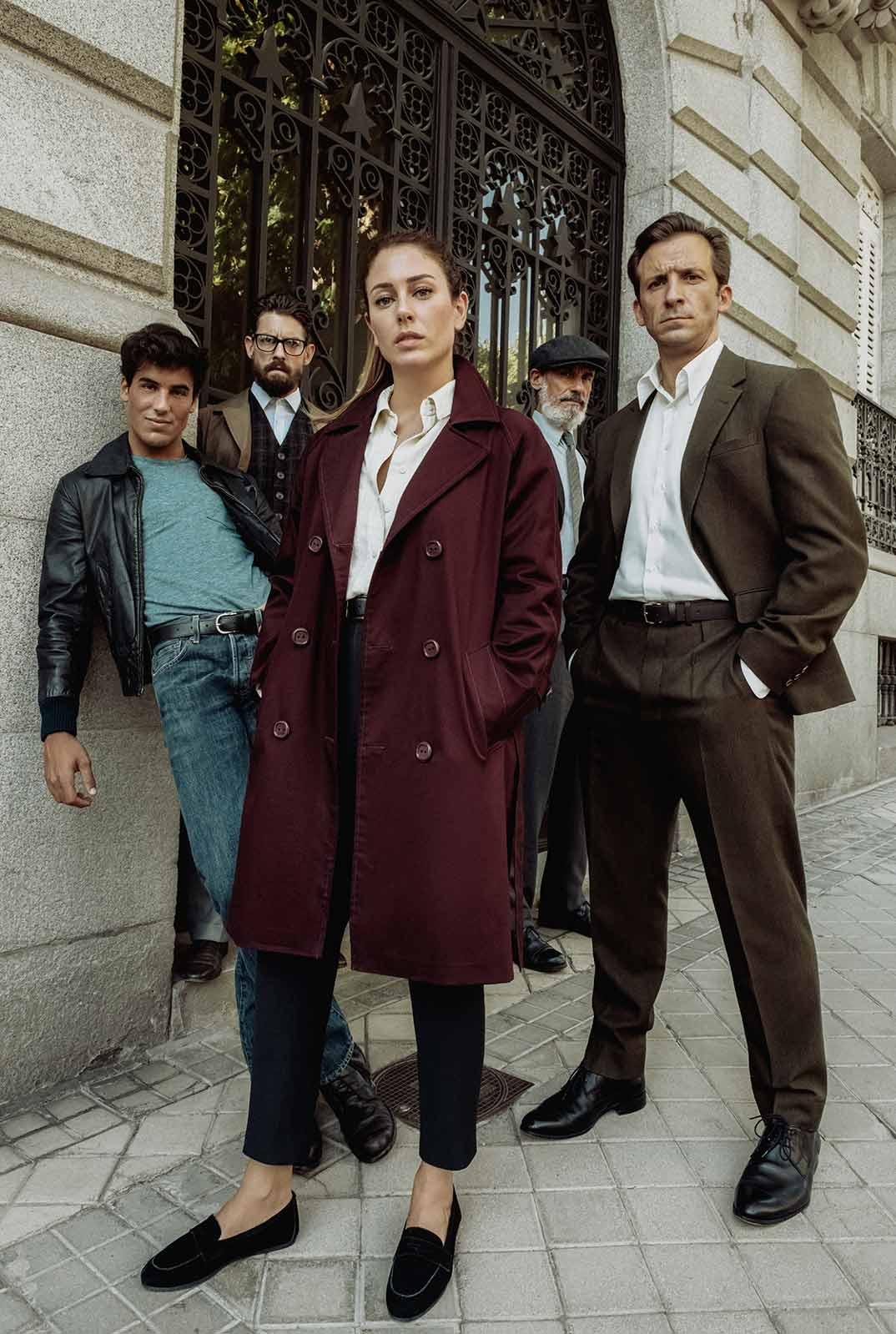 Blanca Suárez con Iván Marcos, Francesc Garrido, Adrián Lastra y Óscar Casas - Jaguar © Netflix