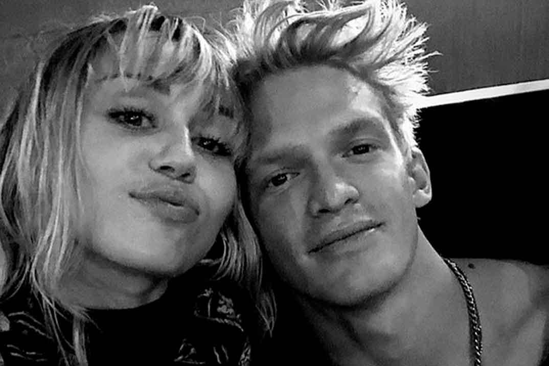 Miley Cyrus y Cody Simpson han roto diez meses después de comenzar su relación