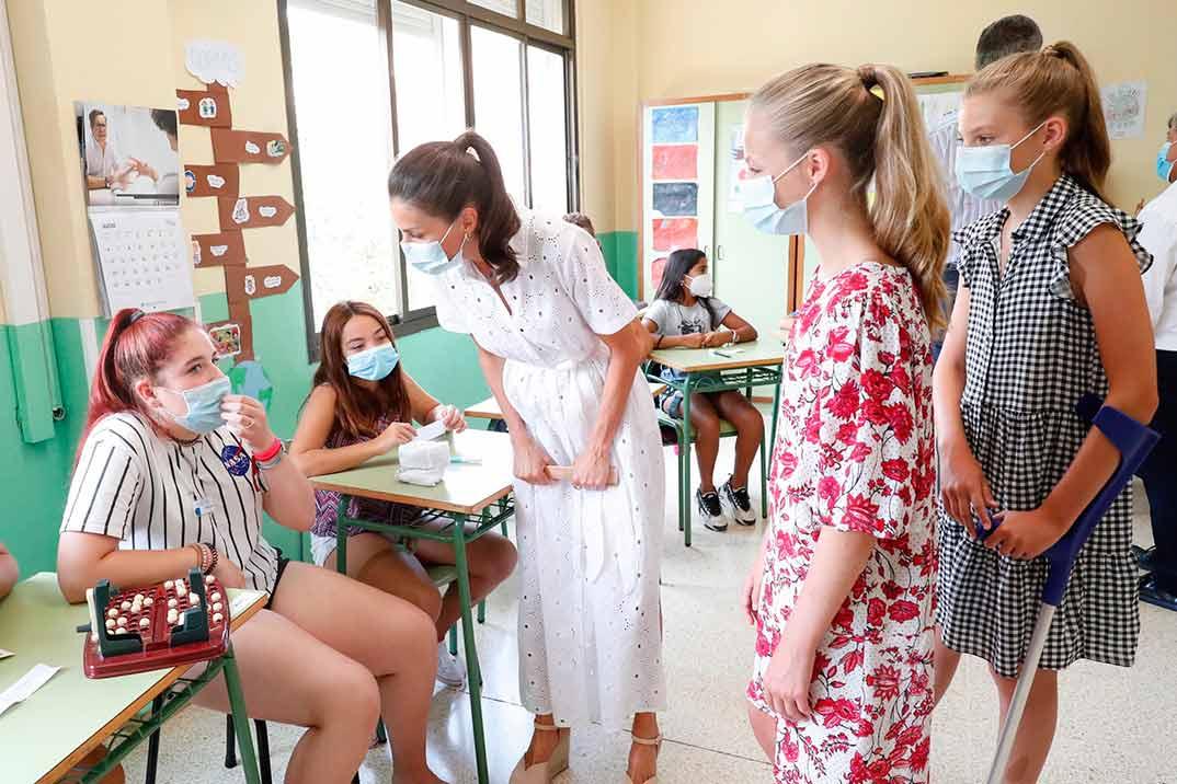 Los Reyes y sus hijas visitan el Centro Socioeducativo Naüm