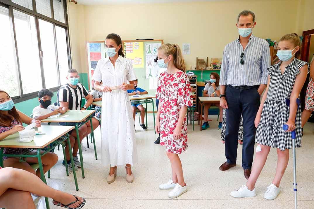Reyes Felipe y Letizia con sus hijas Leonor y Sofia - Centro Socioeducativo Naüm (Palma de Mallorca) © Casa S.M. El Rey