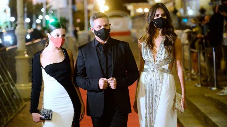 Alejandro Sanz con su hija Manuela y su novia, Rachel Valdés © Festival de Cine de San Sebastián