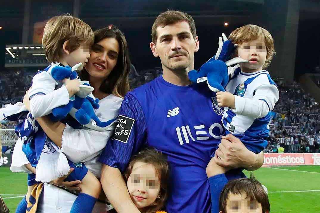 Iker Casillas y Sara Carbonero con sus hijos (2018)