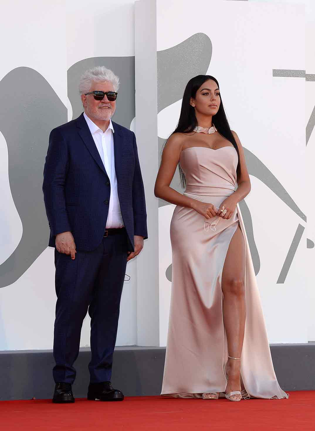 Pedro Almodóvar y Georgina Rodríguez- Festival de cine de Venecia Credits La Biennale di Venezia © Foto ASAC, photo by Giorgio Zucchiatti