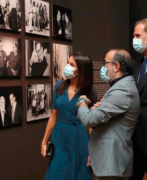 Los Reyes inauguran la exposición sobre Miguel Delibes
