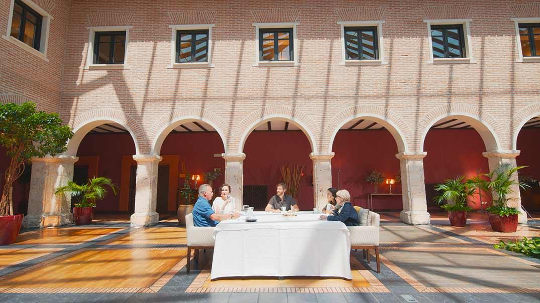 Ana Milán y Elena Furiase con Concha Velasco y Bertín Osborne - Mi casa es la tuya © Mediaset