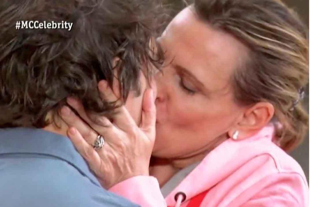 El apasionado beso de Ainhoa Arteta a Jordi Cruz