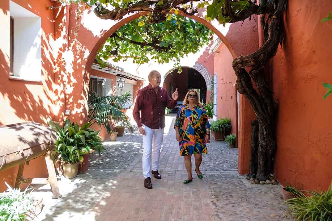 Bertín Osborne y Carmina Barrios - Mi casa es la tuya © Telecinco