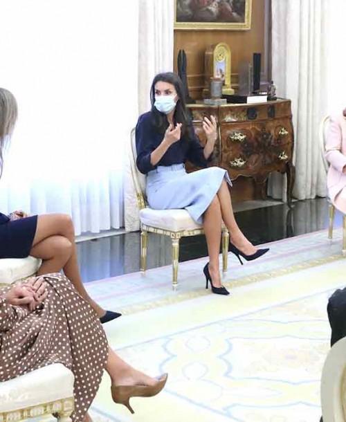 La reina Letizia recupera su falda midi que también ha conquistado a Mary de Dinamarca y Sofía de Suecia