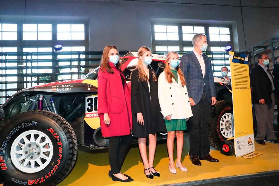 Los Reyes y sus hijas llegan a Oviedo para presidir los Premios Princesa de Asturias