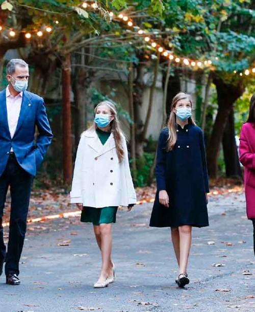 Los estilismos de la reina Letizia y sus hijas a su llegada a Oviedo