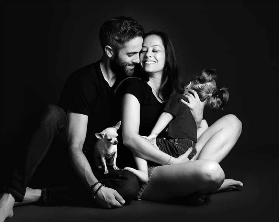 Roberto Leal y su esposa Sara Rubio y su hija © Redes Sociales