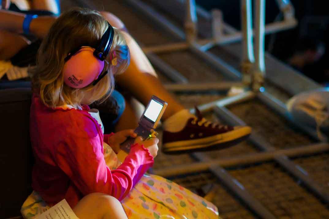 Los jóvenes tienen cada vez más problemas auditivos