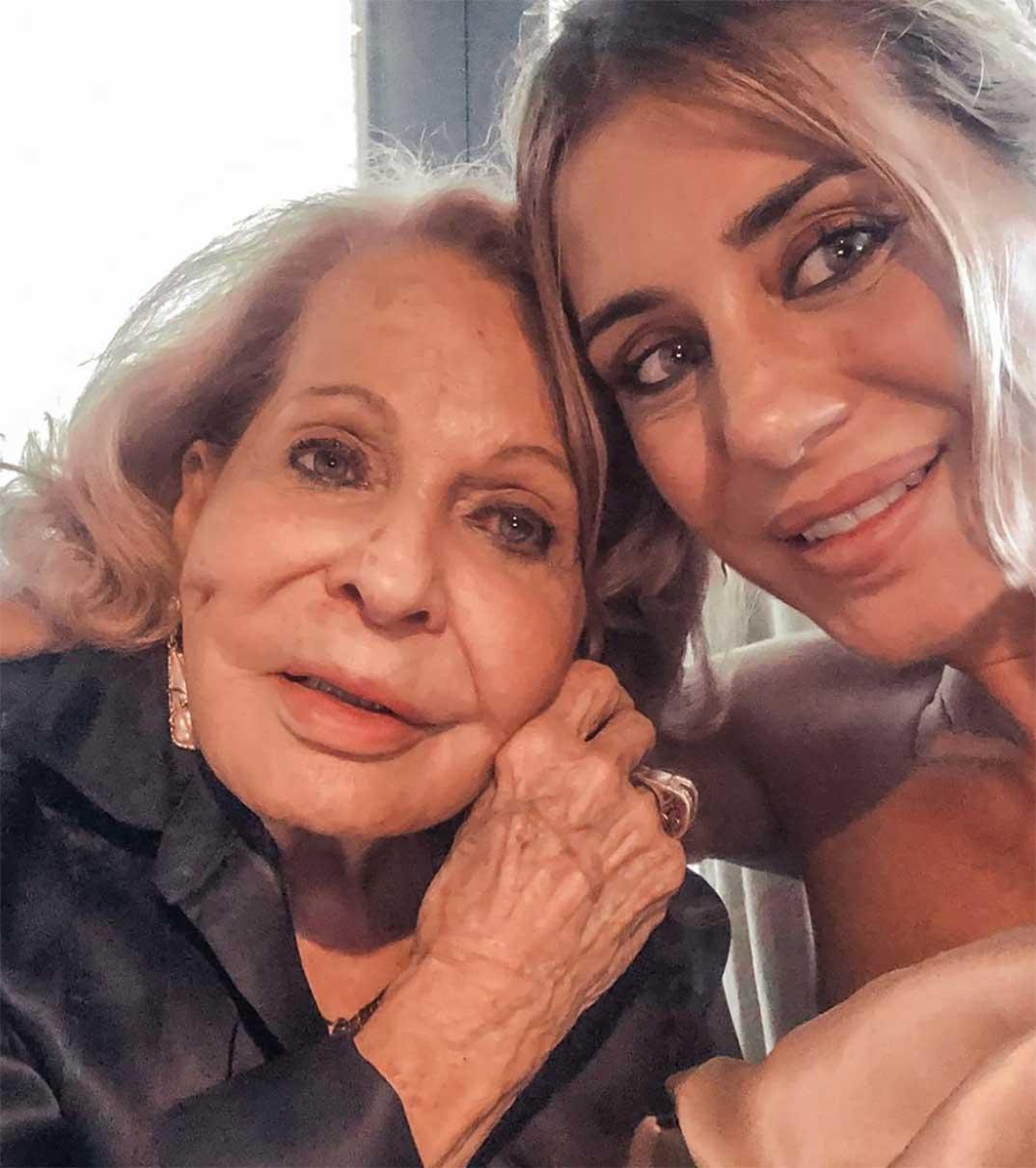 Elena Tablada con su abuela © Instagram