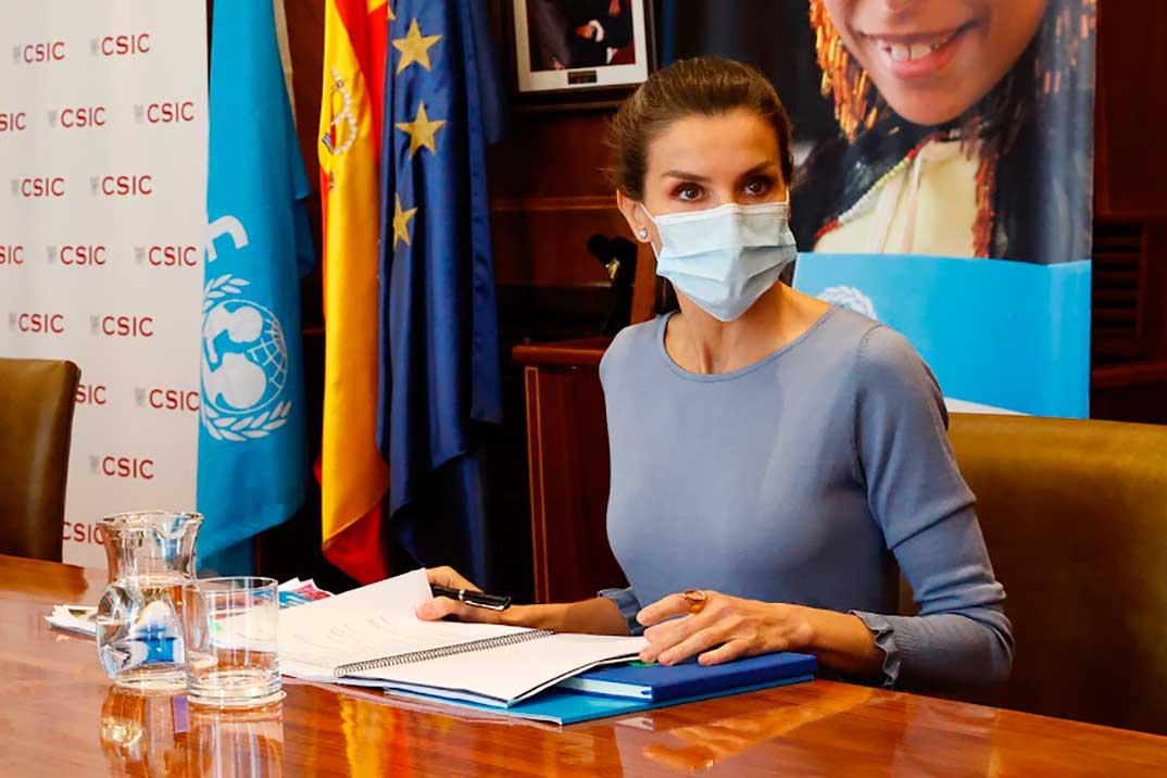 El perfecto estilismo de la reina Letizia para una reunión de trabajo