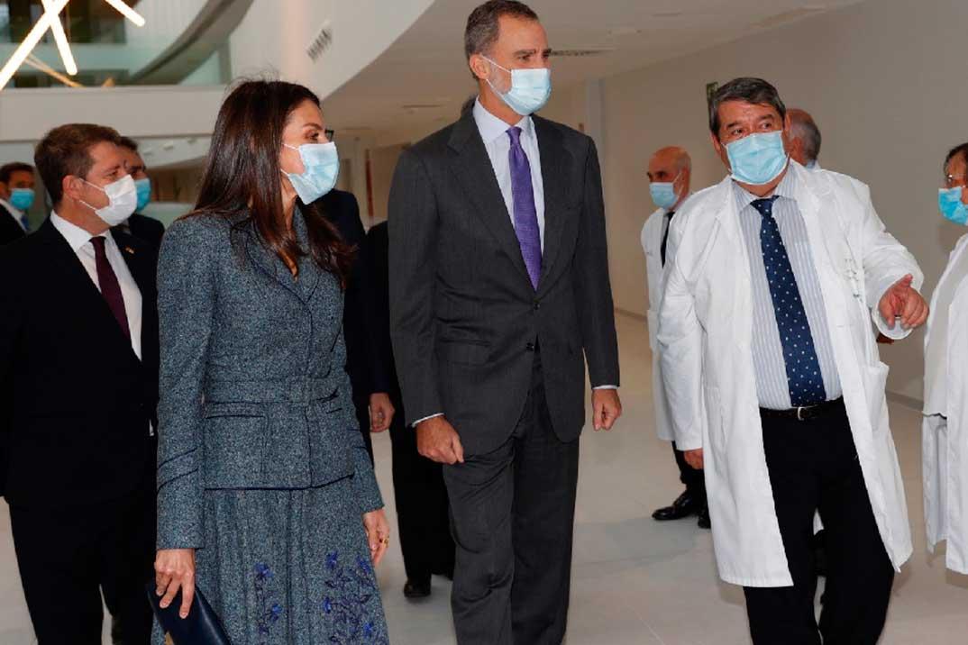 Reyes Felipe y Letizia - Hospital Universitario de Toledo © Casa S.M. El Rey