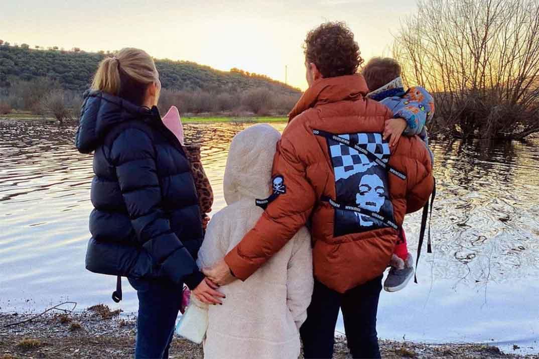 David Bisbal con Rosanna Zanetti y sus tres hijos © Instagram