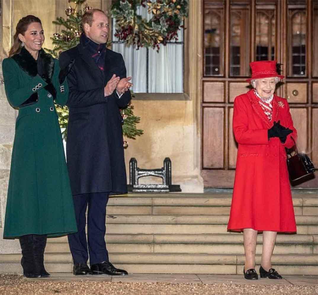 Los Duques de Cambridge con la reina Isabel II de Inglaterra © kesingtonroyal/Instagram