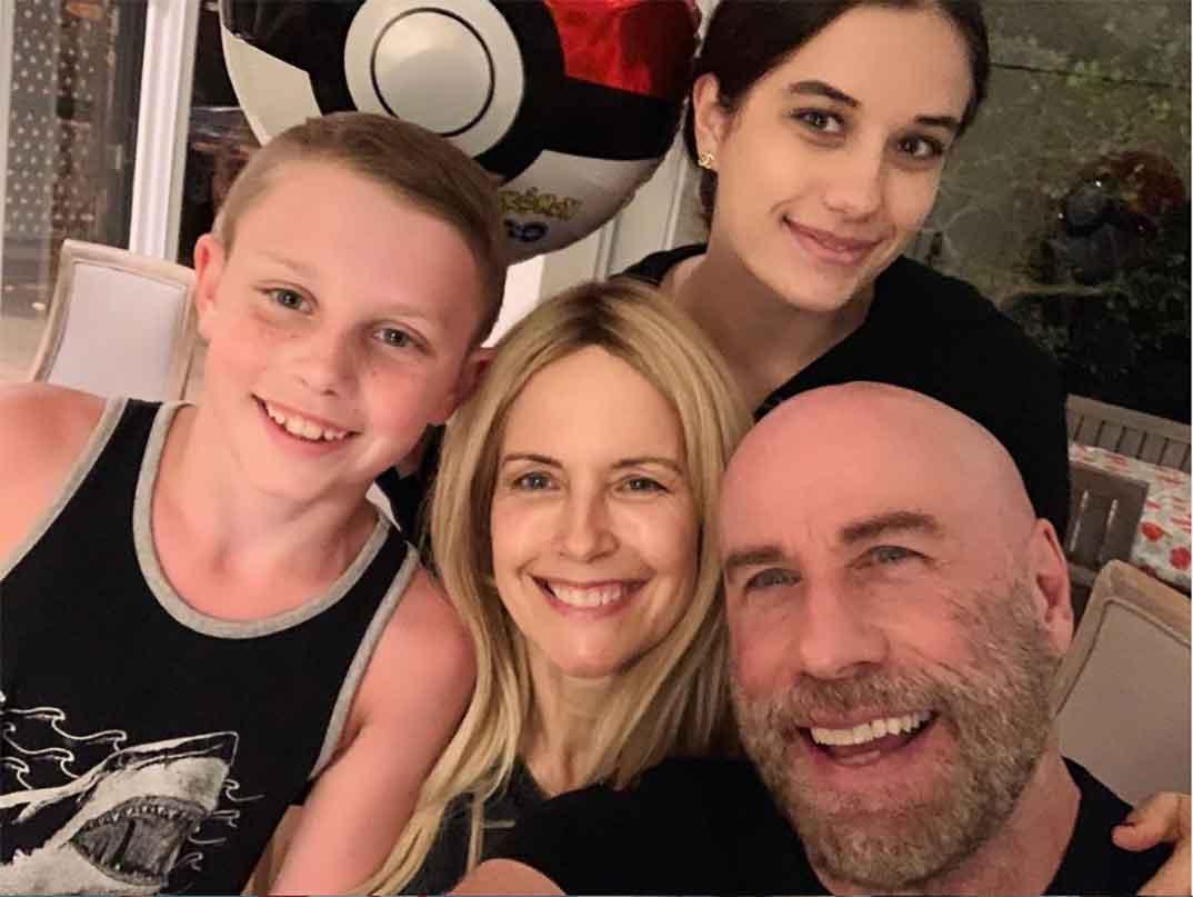 John Travolta y Kelly Preston con sus hijos © Instagram