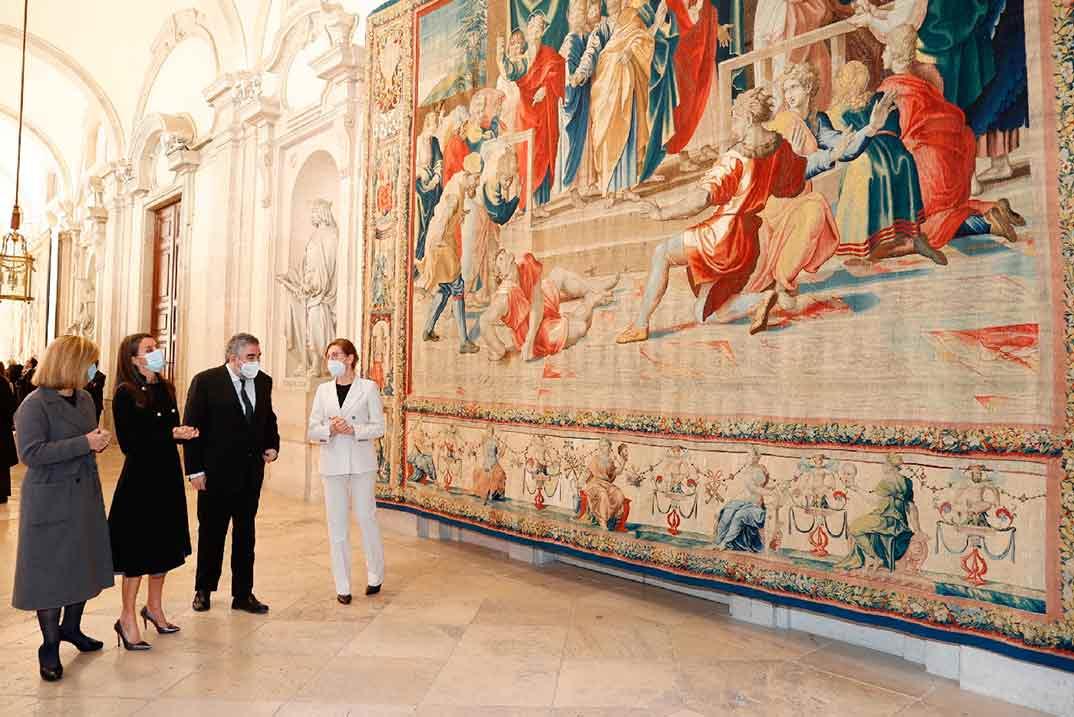 """Reina Letizia - Exposición """"Rafael en Palacio. Tapices para Felipe II"""" © Casa S.M. El Rey"""