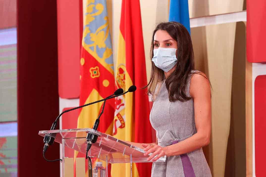La reina Letizia recupera su elegante conjunto de Carolina Herrera