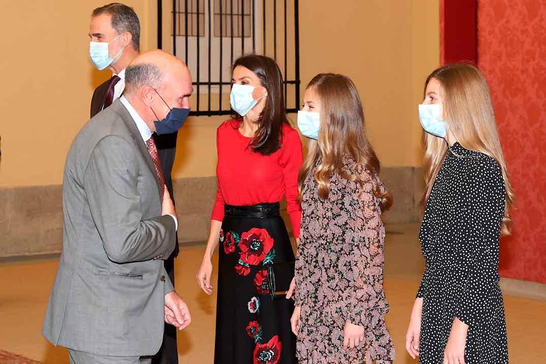 Los estilismos de la reina Letizia y sus hijas para asistir a la reunión del Patronato de la Fundación Princesa de Girona