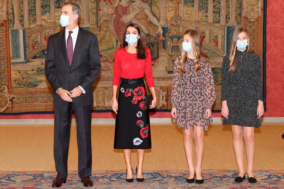 Reyes Felipe y Letizia con sus hijas, la princesa Leonor y la infanta Sofía - Patronato de la Fundación Princesa de Girona © Casa S.M. El Rey